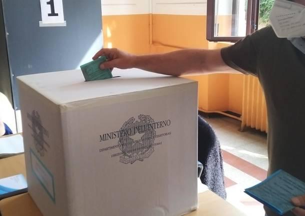 Elezioni, nel Varesotto affluenza 38,7% per il referendum, più del 47% alle comunali